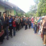 Antrian Panjang (Tiap hari) Di Dispendukcapil Jombang